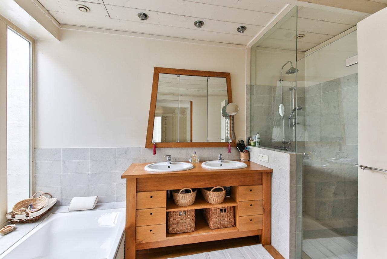 La porte de douche, pratique et esthétique