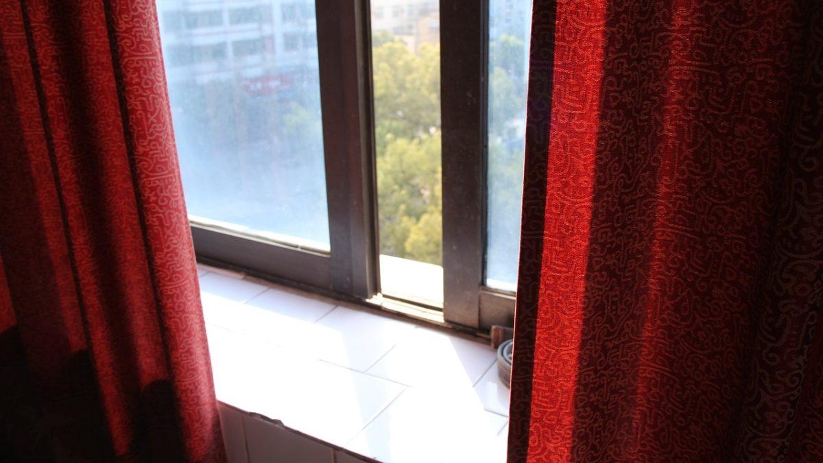 Réguler les températures de la maison avec des rideaux isolants